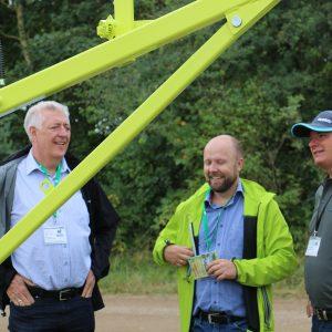 Simon Normann Nielsen fortæller om vores seneste agentur Alvac-Construction til HL'15 på standen hos Erenfred Pedersen A/S.