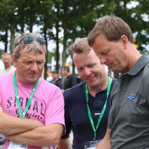 Produktansvarlige for HTC, Dustcontrol og Gölz Jørgen Jensen svarer på faglige spørgsmål til HL'15 på standen fra Erenfred Pedersen A/S.