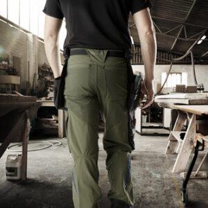 Mand, arbejdstøj. håndværk